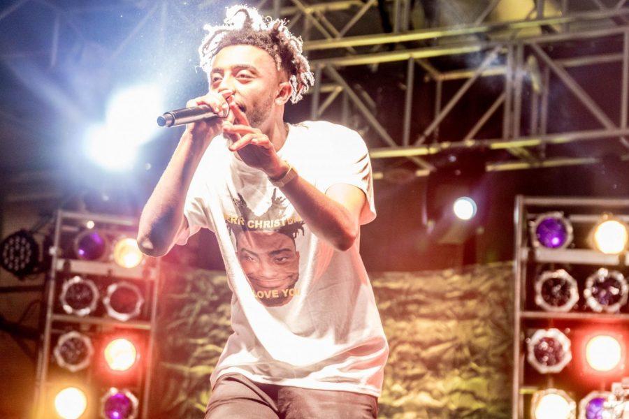 Amine performing at Dam Jam.