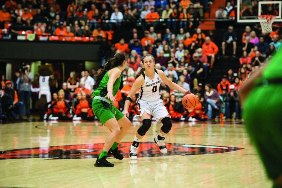 Sophomore+Guard+Mikayla+Pivec+dribbling+the+ball+past+half+court+in+OSUs+overtime+win+over+Oregon+last+Friday.%C2%A0