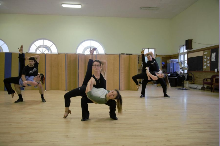 Students+in+PAC+169+Cool+Shoes%2C+Ballroom+Performance+practice+a+choreographed+routine.