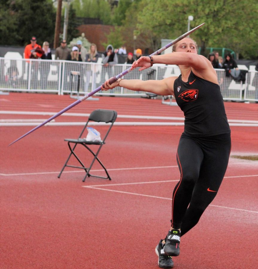 Senior+Destiny+Dawson+competes+in+javelin+throw.+Dawson+earned+first+place+with+a+throw+of+163%E2%80%9911.