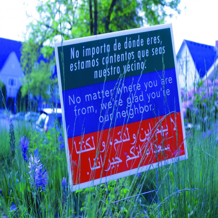 Signage+outside+of+the+Corvallis+First+United+Methodist+Church+in+the+beds+of+plants+and+flowers.+Written+in+Spanish%2C+English%2C+and+Arabic%2C+the+sign+welcomes+all+to+the+area.