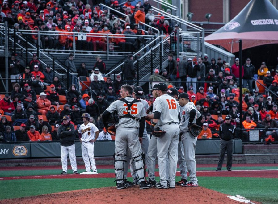 The+OSU+baseball+team+in+a+huddle+during+Saturdays+game+against+the%C2%A0University+of+Minnesota+Golden+Gophers.+The+Beavers+will+go+on+the+the+College+World+Series%2C+the+seventh+trip+in+program+history.