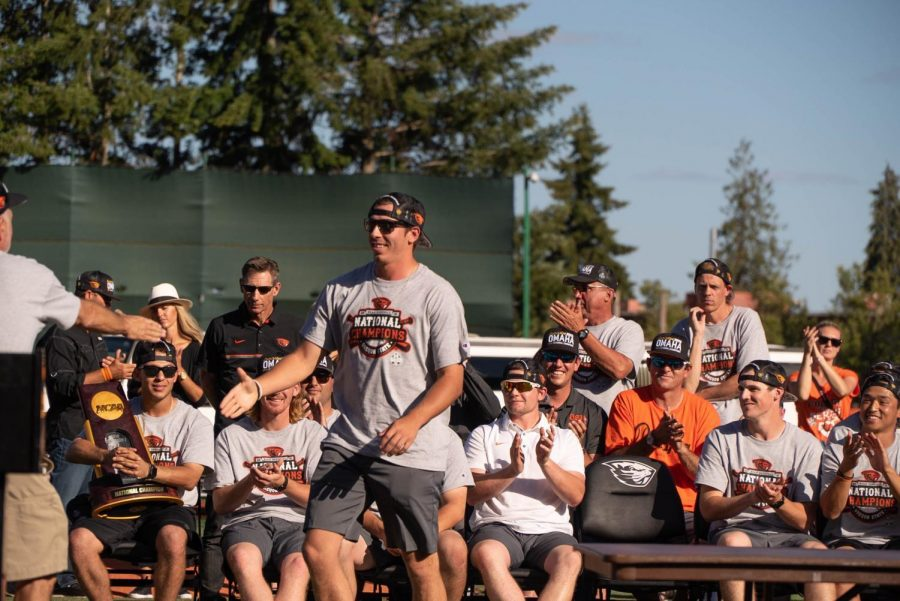 Heimlich+going+to+shake+Mike+Parkers+hand+at+the+Corvallis+celebration.
