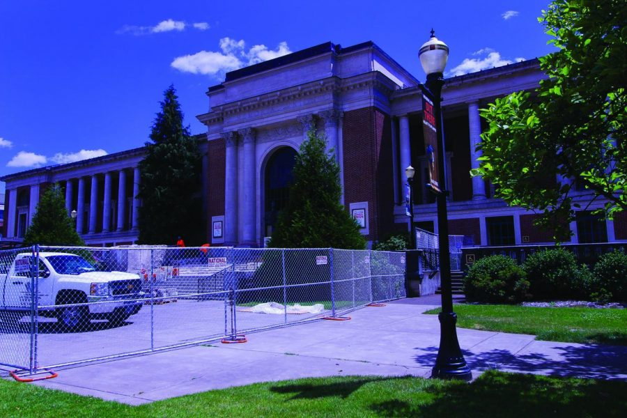 The+main+entrance+to+the+Memorial+Union+is+closed+for+leveling+and+waterproofing.