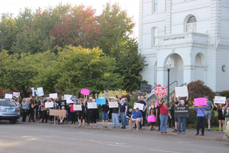 Corvallis+community+members+crowd+the+sidewalk+in+front+of+the+Benton+County+Courthouse+to+protest+Judge+Brett+Kavanaughs+nomination+to+the+Supreme+Court.