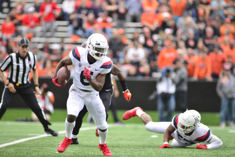 Arizona+wide+receiver+Shun+Brown+runs+the+football+after+catching+a+pass+from+quarterback+Khalil+Tate.+Brown+had+three+receptions+for+42+yards+and+a+touchdown+on+the+day.