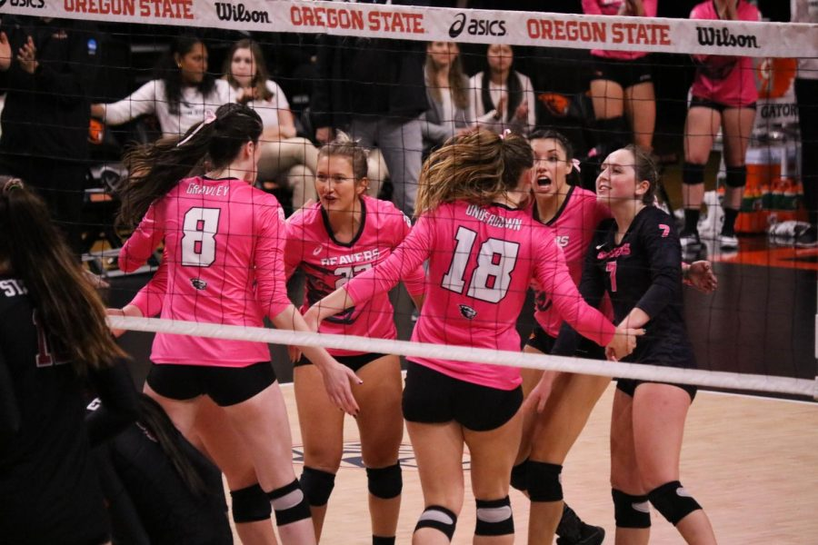 Senior+middle+blocker+Maddie+Gravley+%28LEFT%29+and+junior+outside+hitter+Amy+Undertown+%28RIGHT%29+celebrate+with+their+teammates+after+going+up+on+Stanford+in+the+fourth+set.%C2%A0