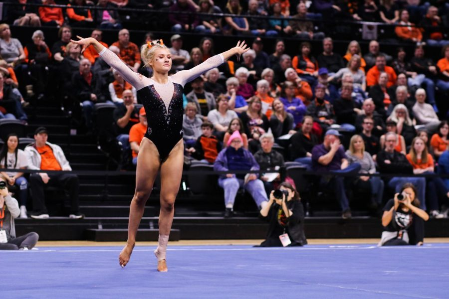 OSU+sophomore+Savanna+Force+executes+her+floor+performance+in+front+of+a+packed+Gill+Coliseum.+Force+scored+first+in+the+floor+exercise%2C+tallying+a+9.925+in+her+only+event+of+the+night.