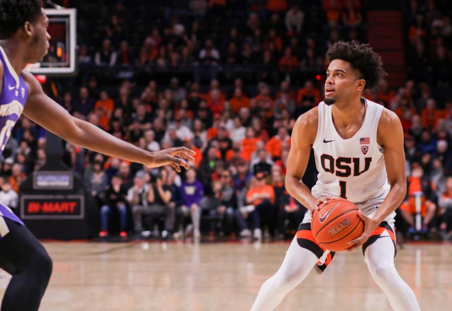 OSU+senior+guard+Stephen+Thompson+Jr.+looks+towards+the+basket+while+being+guarded+by+a+Washington+defender.+Thompson+Jr.+had+a+career+game+against+the+Huskies%2C+putting+up+30+points+despite+the+loss.