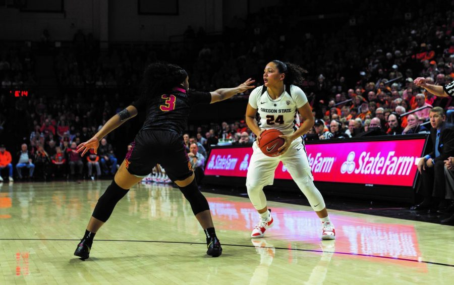 Oregon+State+sophomore+guard+Destiny+Slocum+being+guarded+by+USCs+Minyon+Moore.+Slocum+scored+16+points+in+the+game%2C+helping+OSU+overcome+a+large+deficit+to+defeat+the+Trojans.