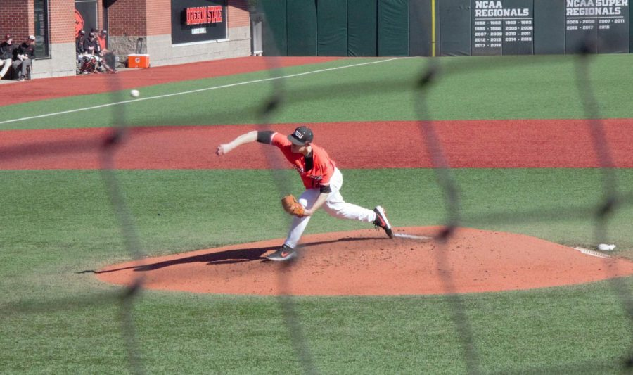 OSU+redshirt+senior+pitcher+Sam+Tweedt+throwing+a+pitch+against+the+Mountaineers.+Tweedt+started+on+the+mound+for+the+Beavers%2C+throwing+69+pitches+through+five+innings.