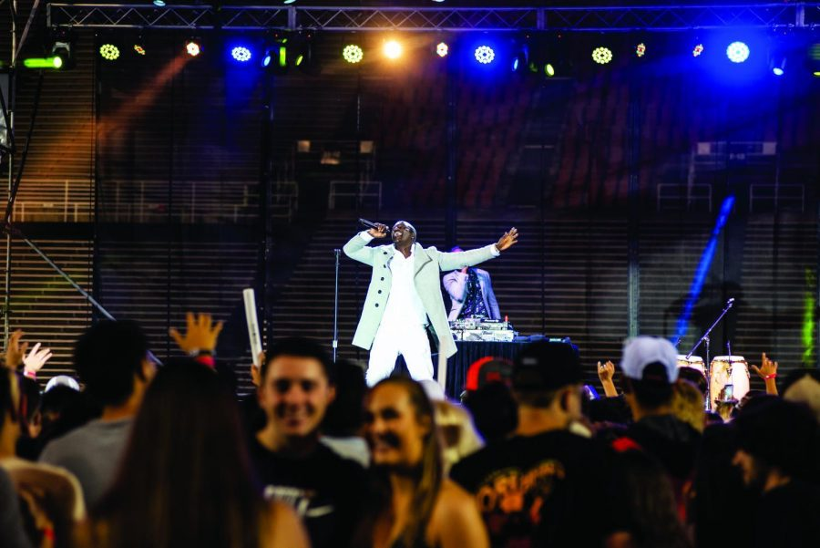 Akon+performing+his+musical+set+at+DAM+JAM+2019+in+front+of+a+crowd+of+OSU+students.%C2%A0