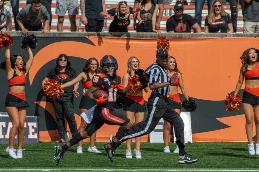 OSU+Football+redshirt+sophomore+running+back+Champ+Flemings+breaks+away+on+the+sideline+for+a+touchdown+play+versus+the+Cal+Poly+Mustangs+on+September+14+in+Reser+Stadium.%C2%A0