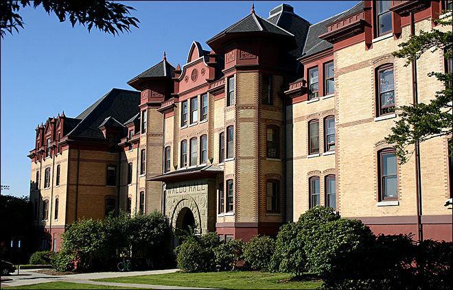 Waldo+Hall+on+the+Oregon+State+University+campus.
