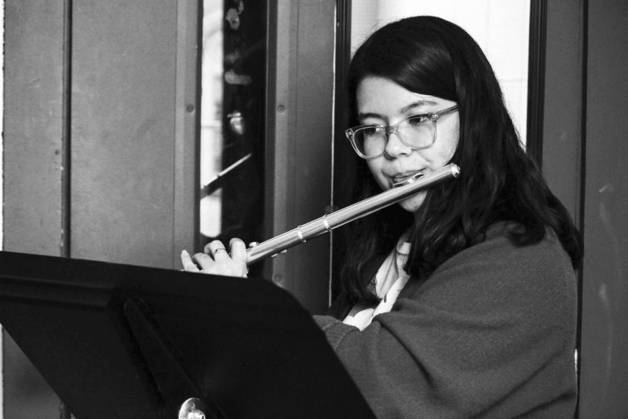 Oregon+State+University+fourth-year+student+Marika+Huffer+practices+flute+on+the+third+floor+of+Benton+Hall.+Practice+spaces+are+available+for+all+students+with+majors+and+minors+in+music.