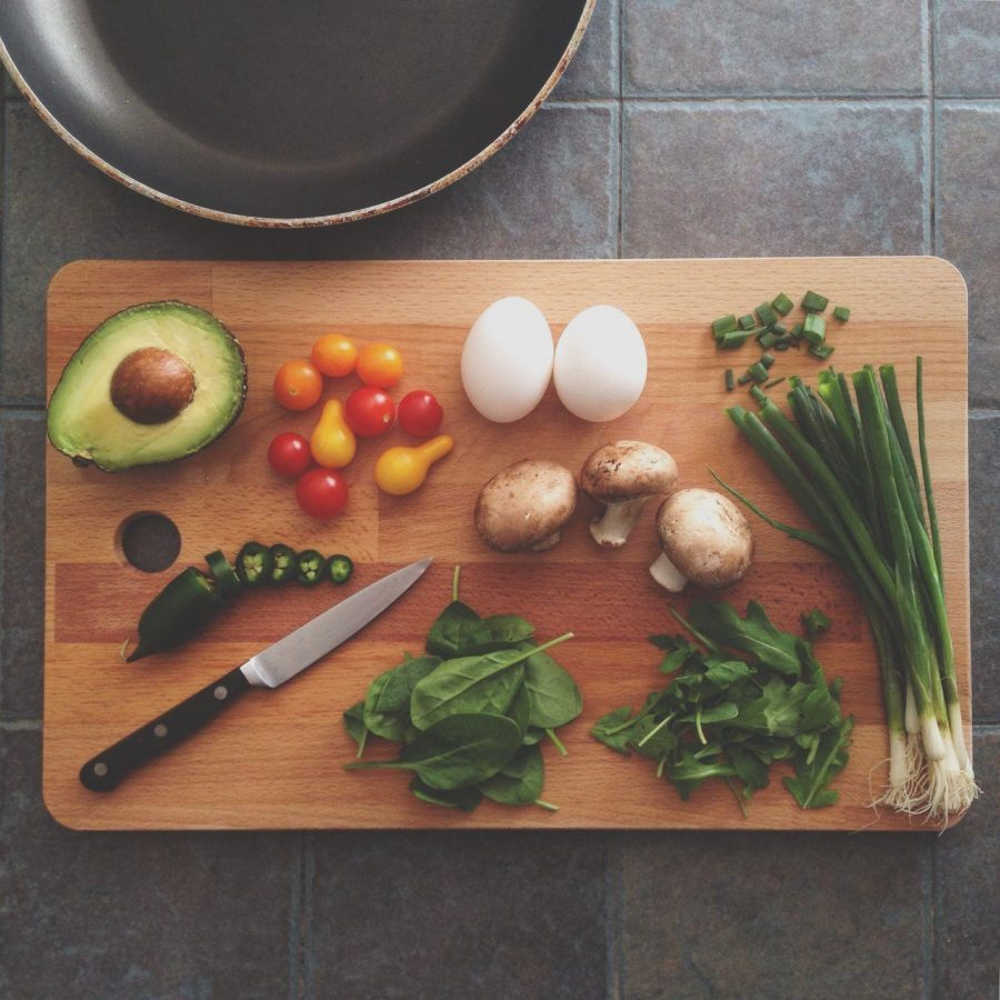 Fresh+food+lies+spread+across+a+cutting+board.%C2%A0