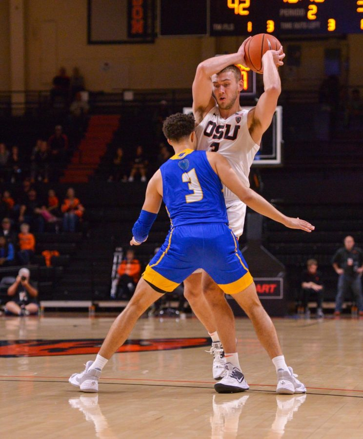 OSU+senior+forward+Tres+Tinkle+works+to+get+around+a+defender+in+a+home+game+on+Nov.+20%2C+2019+in+Gill+Coliseum.+Tinkle+struggled+in+the+loss+versus+Utah+on+Jan.+3.+His+three-point+percentage+was+at+20%25+compared+to+his+season+stat+averaging+over+60%25.