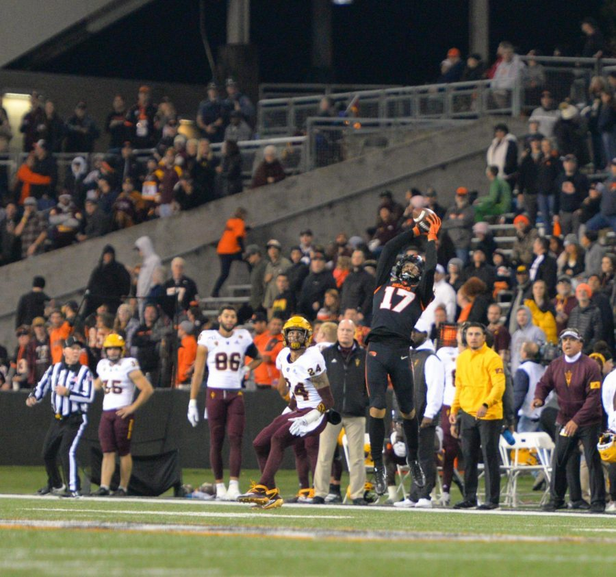 OSU+Football+junior+wide+receiver+snags+a+catch+in+the+Beavers+final+home+game+versus+Arizona+State+in+Reser+Stadium+on+Nov.+16.%C2%A0