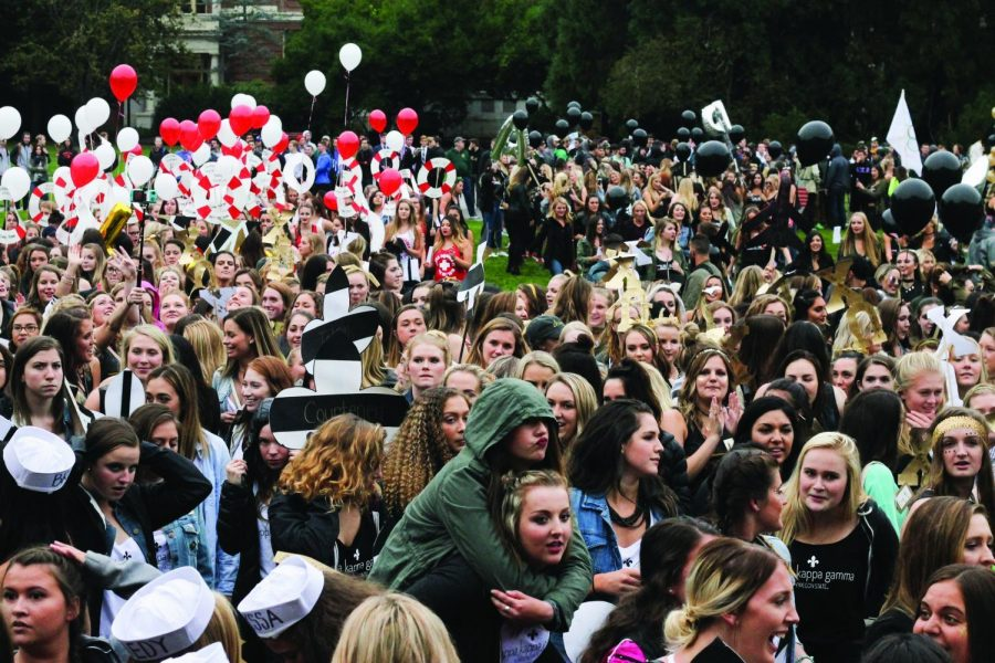 Panhellenic+Council+chapters+at+Oregon+State+gather+in+the+Memorial+Union+Quad+for+their+annual+Bid+Day+event.