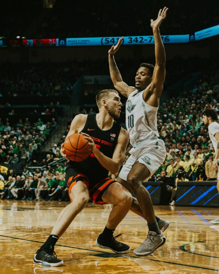 OSU senior forward Tres Tinkle (#3) attempts a drive while Oregon redshirt senior forward Shakur Juiston defends against him. The Ducks defeated the Beavers in Matthew Knight Arena on Feb. 27 in the seasons final scheduled Civil War matchup.