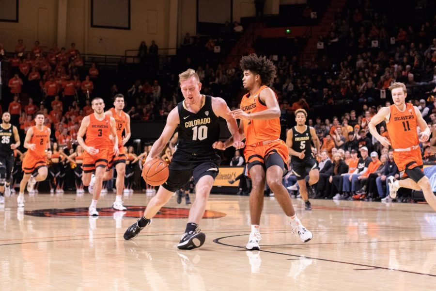 Colorado+junior+Alexander+Strating+drives+past+OSU+junior+Ethan+Thompson+during+matchup+in+Gill+Coliseum+on+Feb.+15%2C+2020.