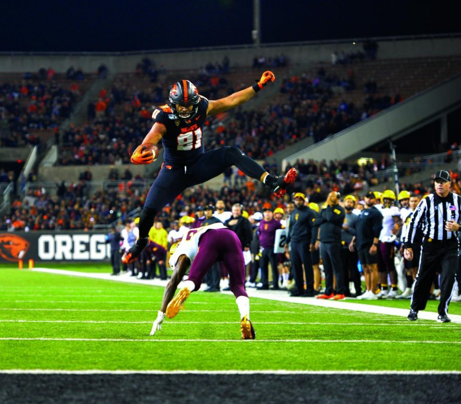 OSU+redshirt+senior+tight+end+Noah+Togiai+%2881%29+hurdles+an+Arizona+State+defender%2C+a+feat+that+resulted+in+a+Beaver+touchdown.%C2%A0