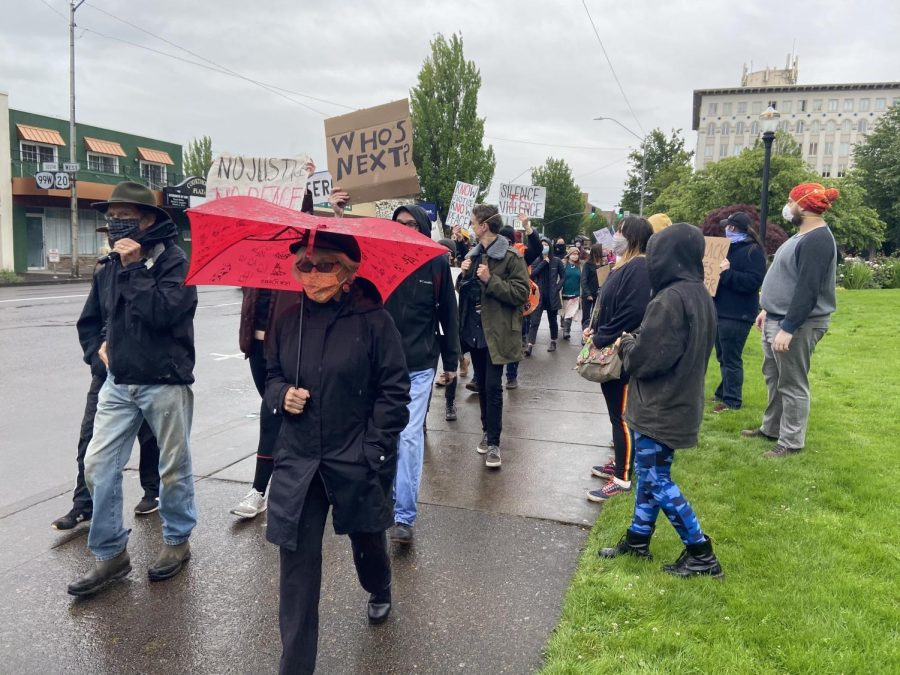 Protesters+chant+black+lives+matter+as+they+make+their+way+through+downtown+Corvallis%2C+Ore.+this+evening+to+denounce+racism+and+recent+police+killings+of+African+Americans+in+the+United+States.