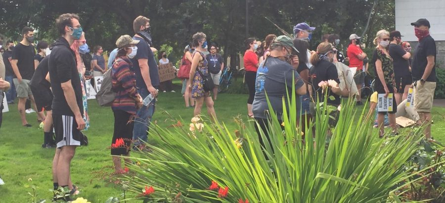 Corvallis+community+members+gather+in+front+of+the+Benton+County+Courthouse+on+June+19+in+solidarity+with+Black+Lives+Matter+activists+around+the+nation.