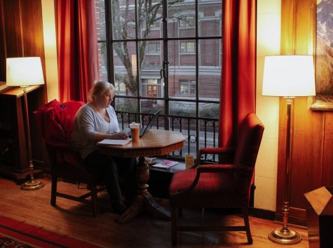 OMN Archives: Melissa Calhoun studies in the MU lounge in the evening.