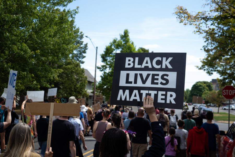 Local+residents+march+through+downtown+Corvallis%2C+Ore.+holding+signs+in+support+of+the+Black+Lives+Matter+movement.