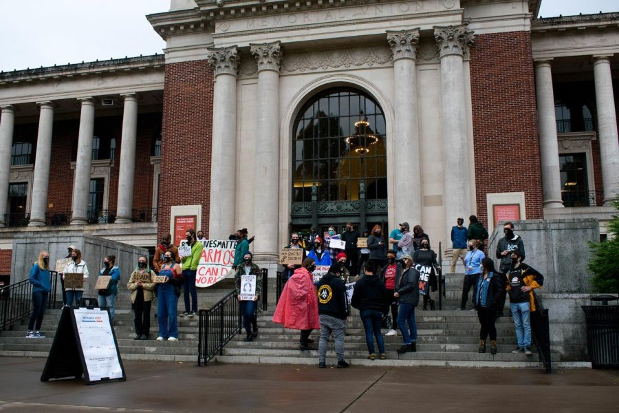 OSU+students+gather+outside+of+the+Memorial+Union+building+on+Friday%2C+September+25%2C+at+4%3A30+p.m.+to+protest+for+the+disarming+of+Oregon+State%E2%80%99s+on-campus+police.+Students+held+signs+and+stood+in+silence+while+wearing+masks+and+practicing+social+distancing.