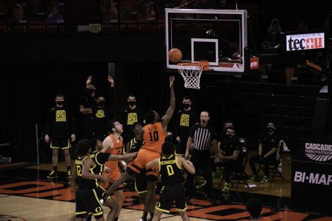 Oregon State Beavers junior forward Warith Alatishe goes in for a lay-up against the Ducks on March 7, 2021. The Beavers faced off against the Ducks yet again in the PAC-12 Tournament semifinals on March 13, pulling off the upset 75-64.
