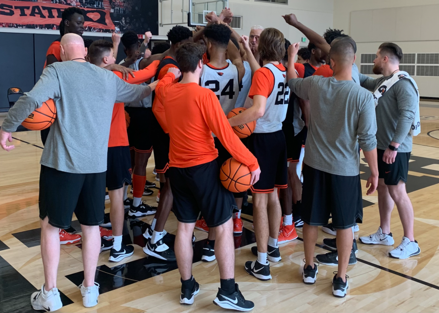 The Oregon State mens basketball team breaking it out at practice on October 20, 2021. Last season, the Beavers finished with a 20-13 record, winning the schools first PAC-12 Championship, and making it to the Elite Eight in the NCAA Tournament.
